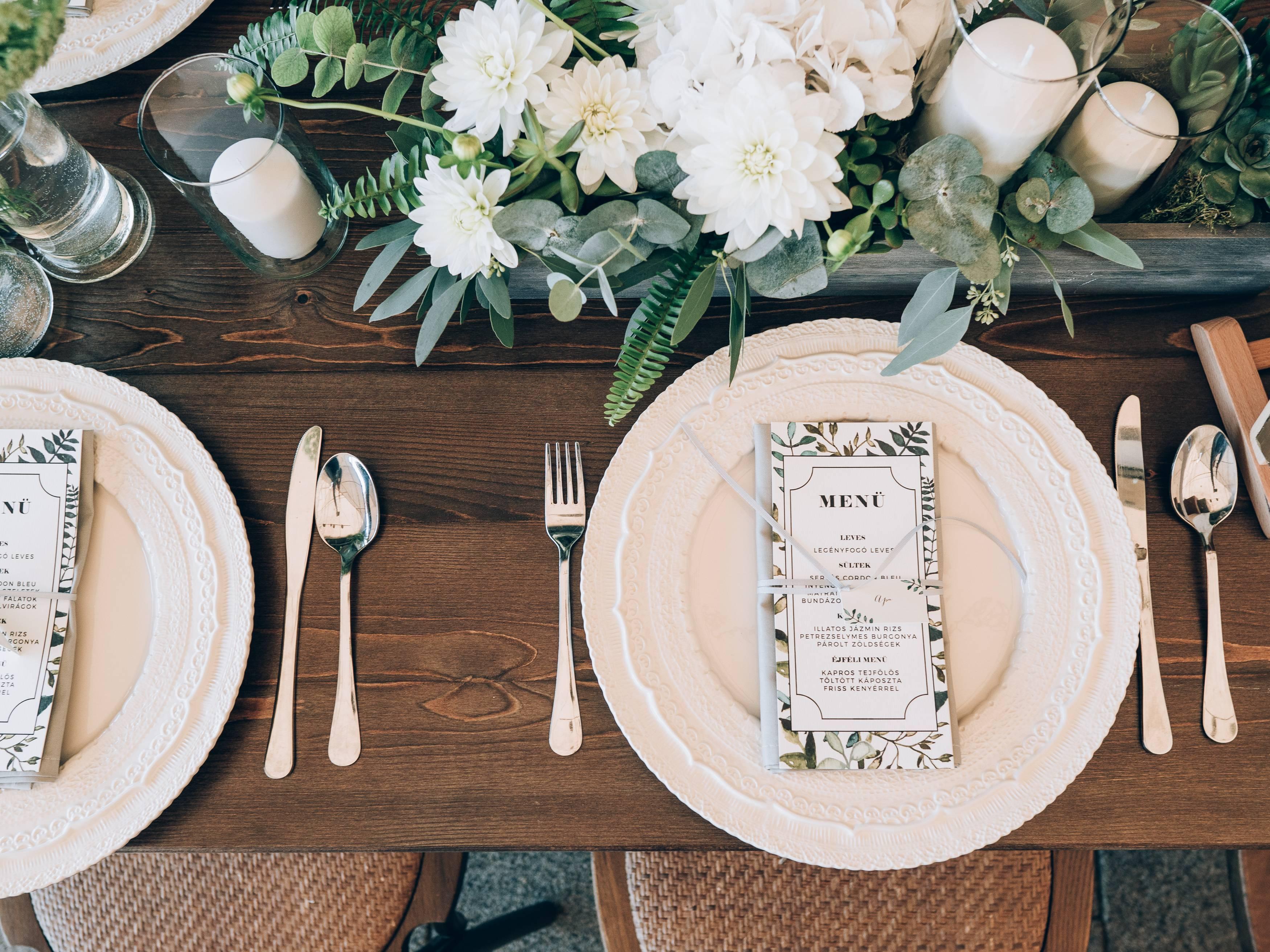 mariage préparatif faire-part fleurs menu