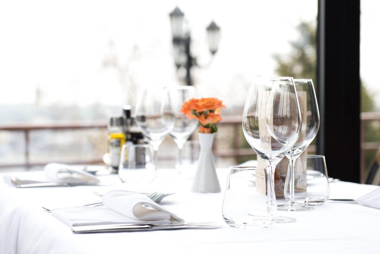 table à la française verre cristal